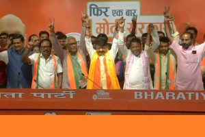 3 TMC MLAs, several councillors join BJP; many more to follow, claims Kailash Vijayvargiya