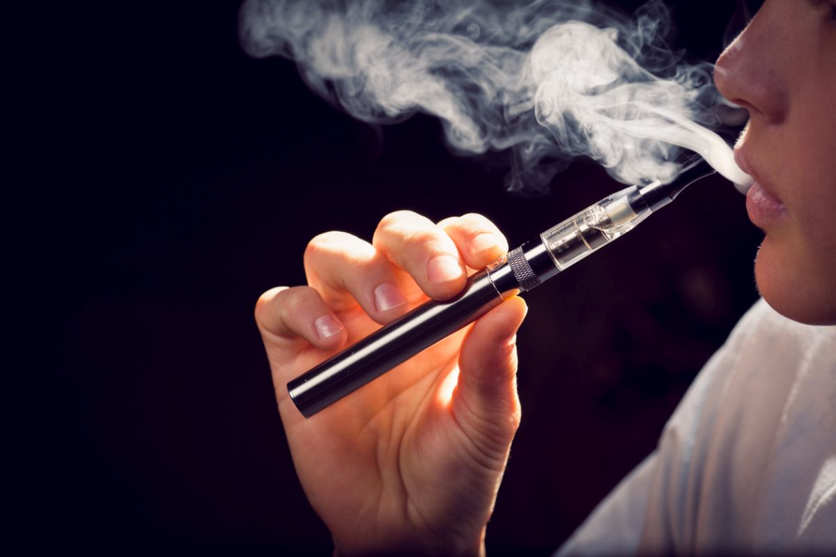 Over 1000 students and teachers along with several public health organisations have appealed to the prime minister to enforce a complete ban on e-cigarettes and other electronic nicotine delivery systems (ENDS).