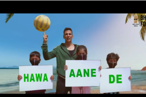 See Kapil Sharma sing and Akshay Kumar tap to Hawa Aane de ahead of World Environment Day