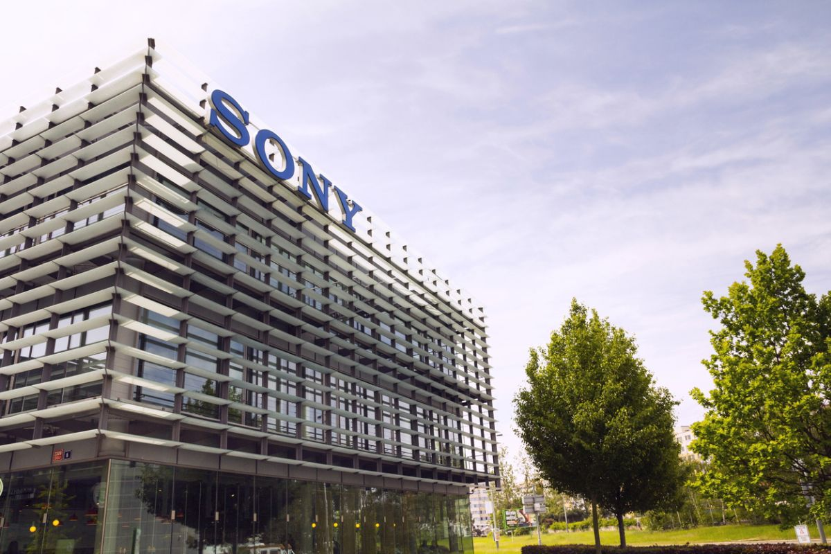 Facing stiff competition from Chinese and South Korean players, Japanese conglomerate Sony Corporation has announced to quit the Indian smart phone market.