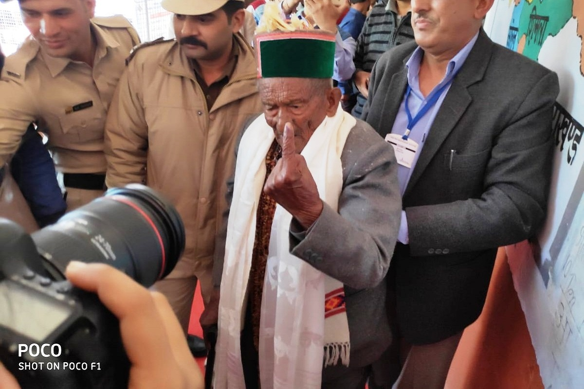Independent India's first voter Shyam Saran Negi casts vote in HP