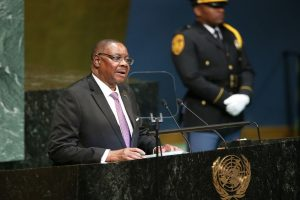 Malawi President Mutharika takes lead in election count