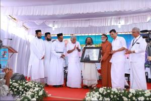 Sri Sri Ravi Shankar awarded Order of St. George by Kerala church