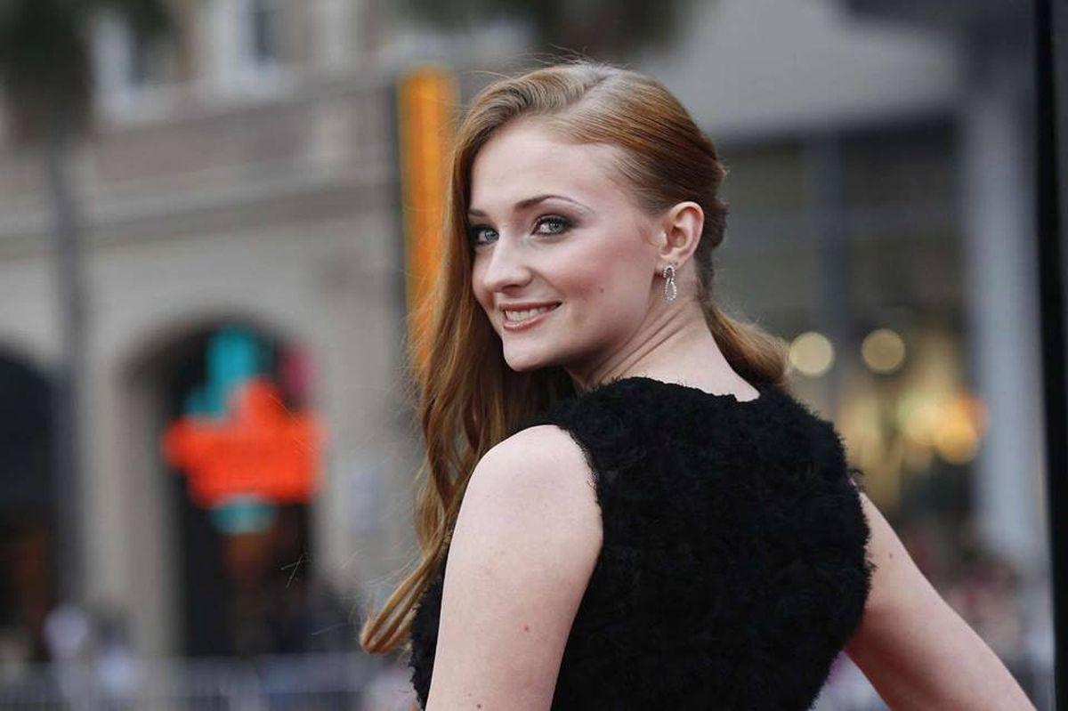 Sophie Turner, Sansa Stark, GoT, Game of Thrones, HBO, season's finale, petition, remake last season, Queen of North, King of six kingdoms, Bran, change.org
