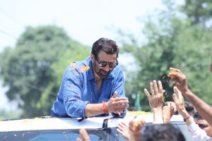 Sunny Deol narrowly escapes accident while campaigning