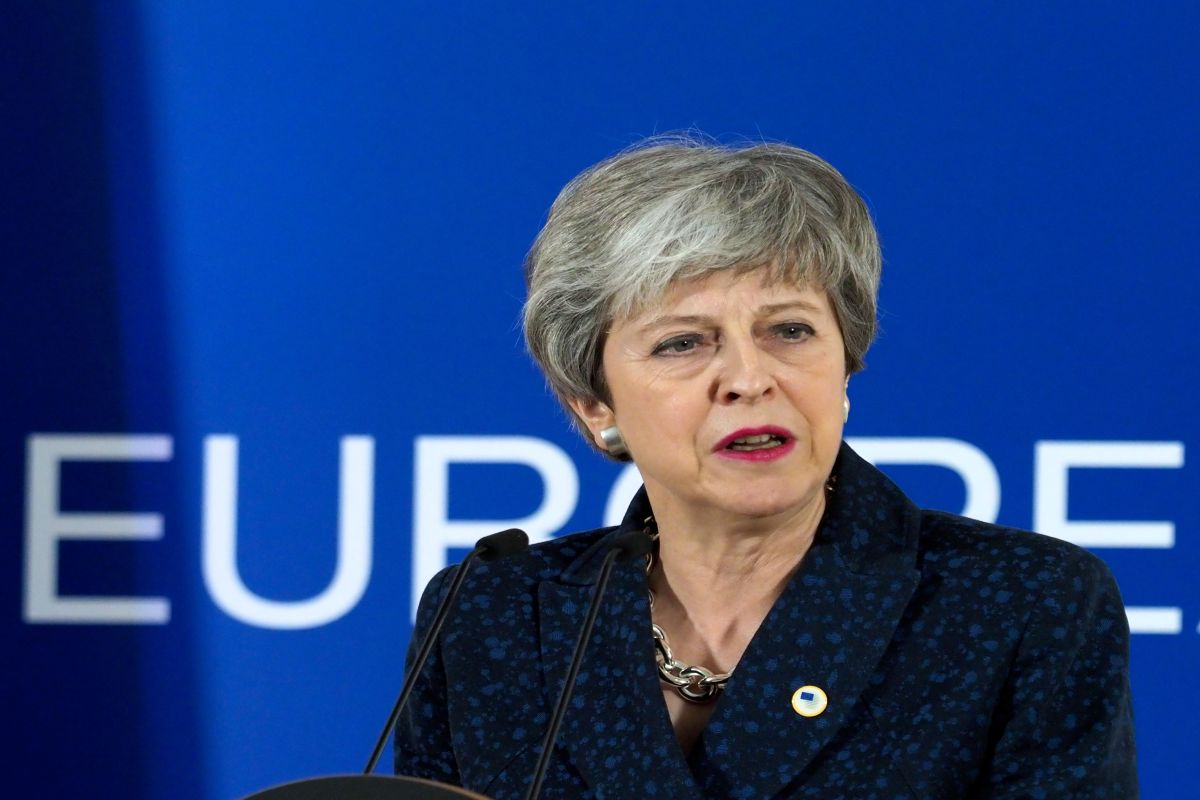 Theresa May under pressure to set her departure date