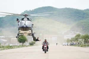 Akshay Kumar does chopper stunt for Rohit Shetty's Sooryavanshi