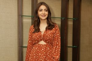 'Happy girl' Anushka Sharma takes tube ride in London