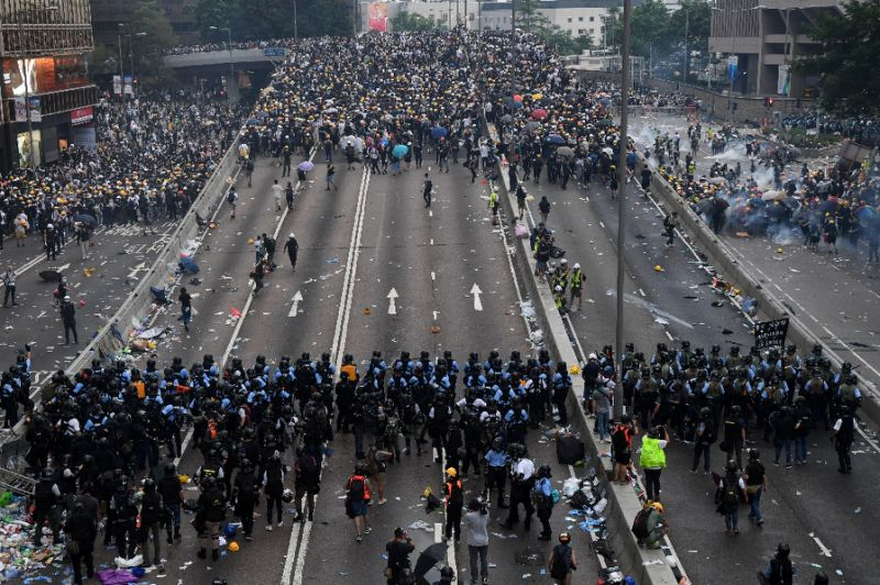 China extradition bill row: Hong Kong police condemn protesters for 15-hour siege on HQ