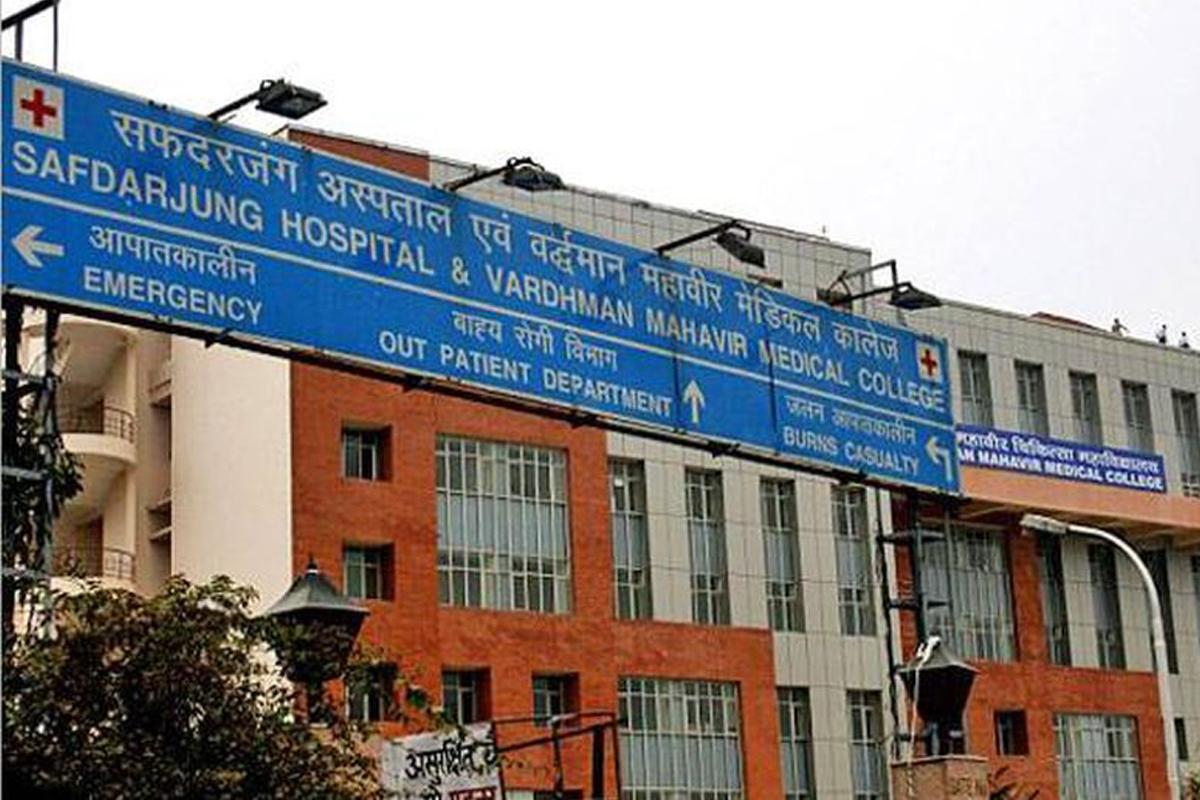 Contract nurses, protest, Vardhan's house, Ram Manohar Lohia (RML) Hospital, Lady Hardinge Hospital, Kalawati Hospital, Safdarjung Hospital