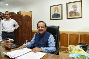 Harsh Vardhan visits AES-hit Muzaffarpur, death toll rises to 81