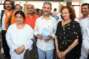 Jaishankar flags off Kailash Mansarovar Yatra
