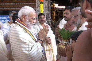 Ahead of first international visit, PM Modi offers prayers at Kerala's Guruvayoor temple