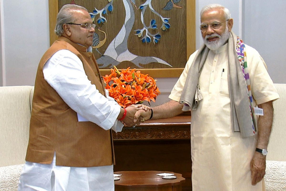 Governor Malik seeks personal intervention of PM to accelerate development in J&K