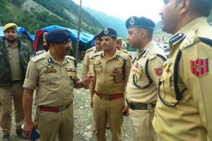 DGP reviews security as first batch of Amarnath pilgrims leaves Jammu
