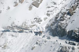 Avalanche kills mountaineer, injures 6 in Pakistan