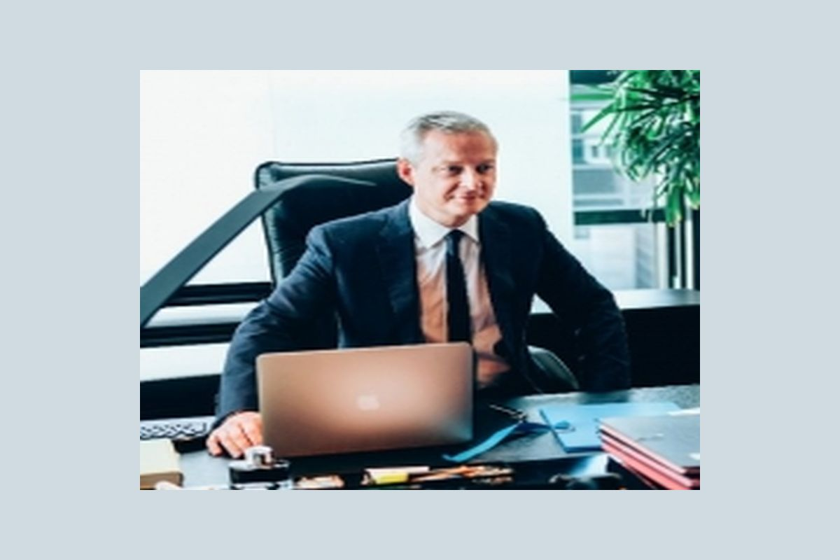 The auto industry needs further consolidation, but Renault SA and Nissan Motor Co should strengthen their alliance before being involved in any new merger moves, the French Finance Minister Bruno Le Maire said.