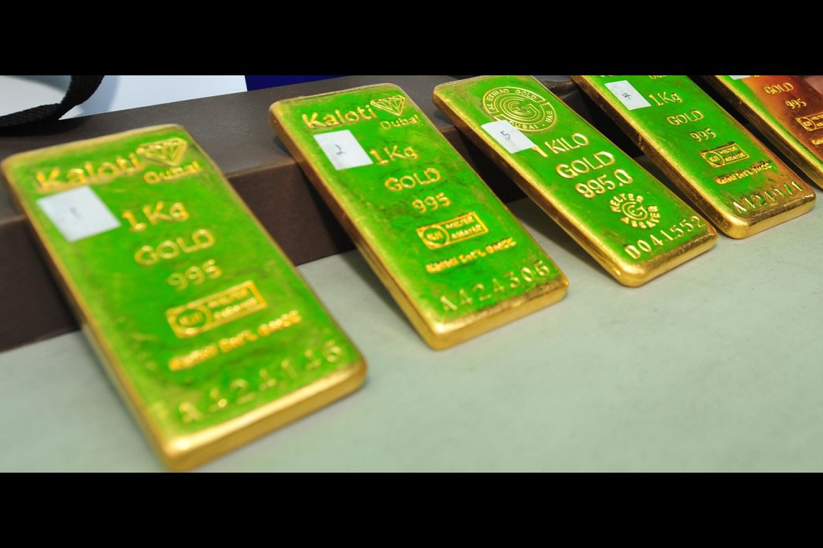 The Border Security Force (BSF) on Sunday seized a consignment of gold and US dollars amounting Rs 61,99,137 and arrested a person from the India-Bangladesh border in West Bengal's Nadia district.