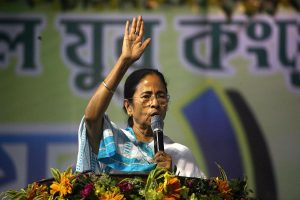 'Return to work': Mamata Banerjee gives 4-hr ultimatum to protesting junior doctors