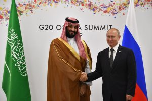Russia agrees to extend OPEC deal with Saudi Arabia to keep oil production low