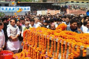 Hundreds participate in last journey of Prakash Pant
