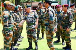 Army chief reviews counter-infiltration grid on Akhnoor border