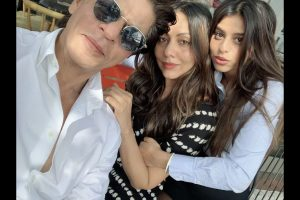 SRK shares words of wisdom as Suhana graduates