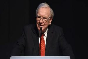 'Power lunch' with Warren Buffett auctioned for $4.5 mn