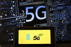 5G rollout: Health care professionals divided over radiation fears