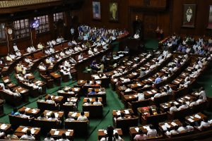 Governor's deadline for Karnataka floor test ends; Cong-JD(S) govt says bound to follow Speaker