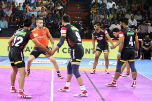 PKL 2019: Bengaluru Bulls inch U Mumba in close contest