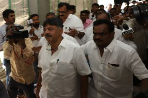 Karnataka crisis: High drama as Shivakumar stopped outside Mumbai hotel, rebel MLAs refuse to meet him