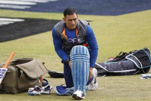Ravi Shastri defends team's decision to send Dhoni at No. 7 in World Cup semifinal