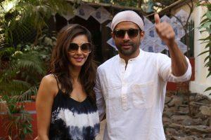 By your side, Farhan Akhtar tells girlfriend Shibani Dandekar