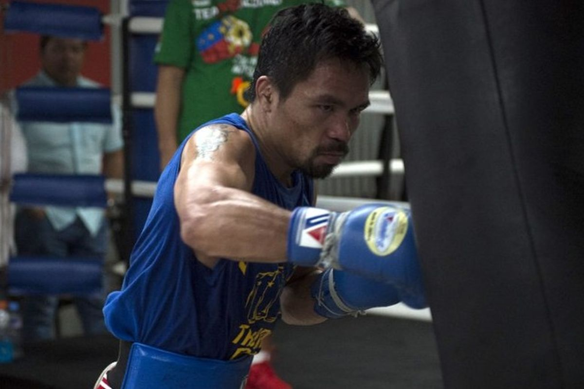 Manny Pacquiao beats Keith Thurman with split decision to clinch WBA welterweight title