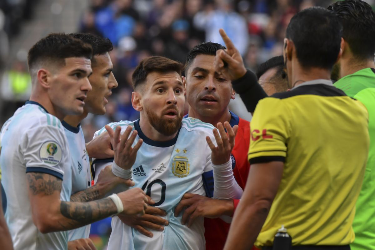 Sport court member of Argentina advises Messi to apologise