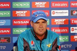 Mickey Arthur recommends sacking of Sarfaraz Khan as captain