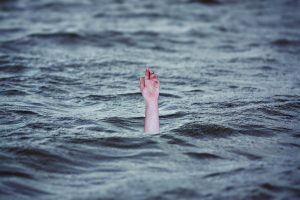 Man allegedly falls into Hedua Park swimming pool, dies