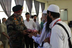 Indian Army commander meets Haj pilgrims