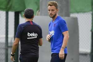 Barcelona may sell two midfielders: Reports