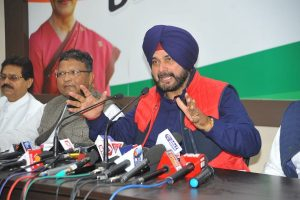 Amarinder Singh accepts Navjot Singh Sidhu's resignation, forwards it to Governor