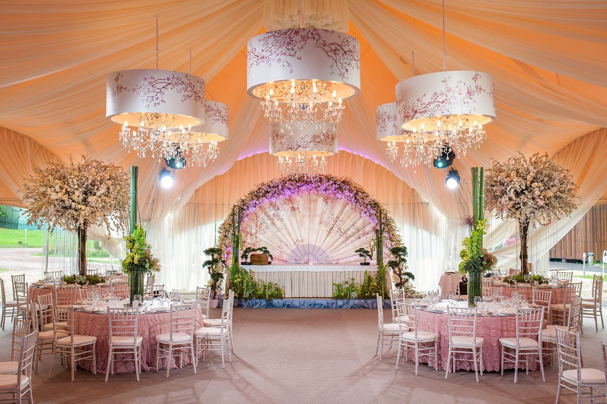The coolest insider tips for picking the wedding venue of your dreams