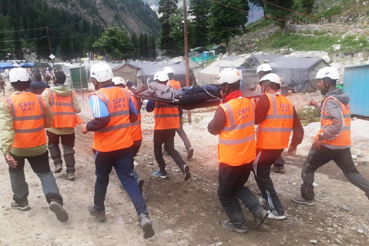 Mountain teams playing crucial role in rescuing Amarnath pilgrims falling sick at heights