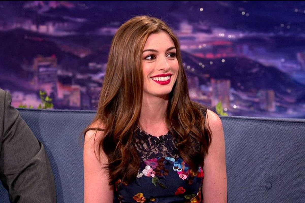 Anne Hathaway announces pregnancy