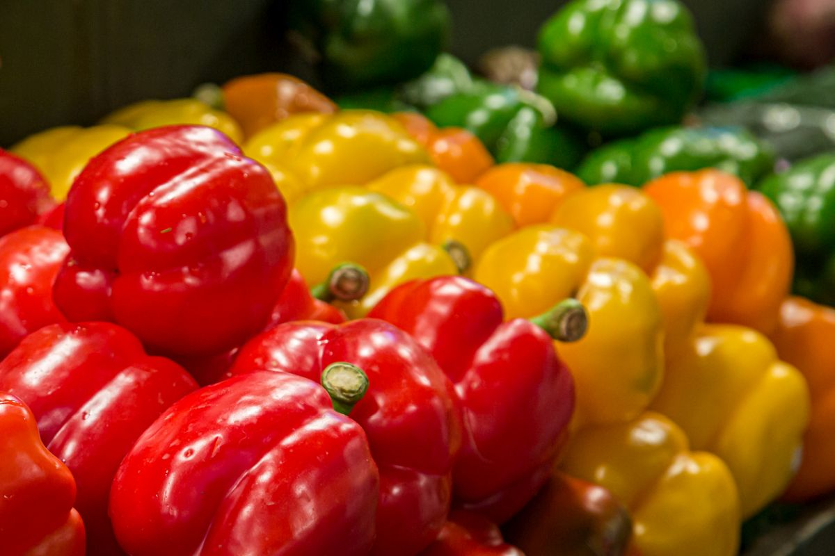 Bell peppers, calories, Vitamin A, Vitamin C, Vitamin K, Weight loss, Vegetable, pizzas, pastas, burgers, hot dogs, omelette, salad, soup, Chinese, Mexican, Italian, Kilojoules, cholesterol, control diabetes