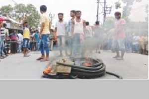Locals block roads in Chinsurah against alleged police excess