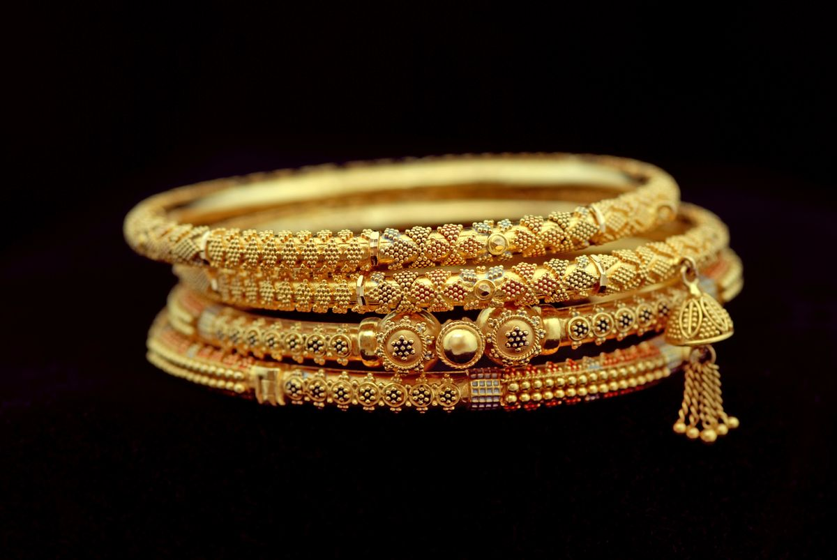 online jewellery shopping, jewellery shopping, online shopping, Bureau of Indian Standards (BIS), Gemological Institute of America (GIA), International Gemological Institute (IGI), research, colour, carat, cut, clarity, gold, diamond, customer reviews, Policies, exchange policies, delivery, Try at Home, Virtual Look