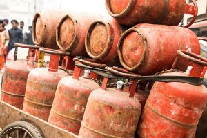 LPG price slashed by Rs 100.50 from Monday