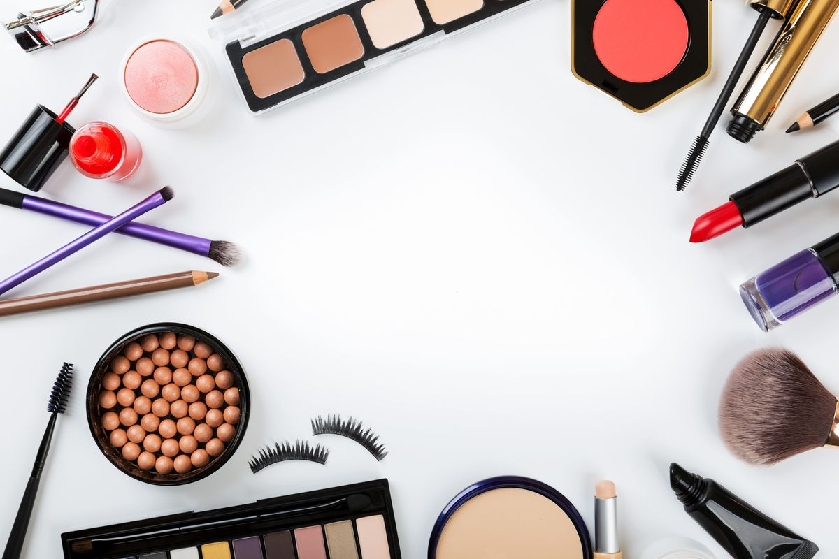 tips to choose cosmetics, makeup tips, facial cosmetic products, moisturiser, bronzer, concealer, foundation, compact, loose powder, blush, eye shadow, kajal pencil, mascara, lipstick