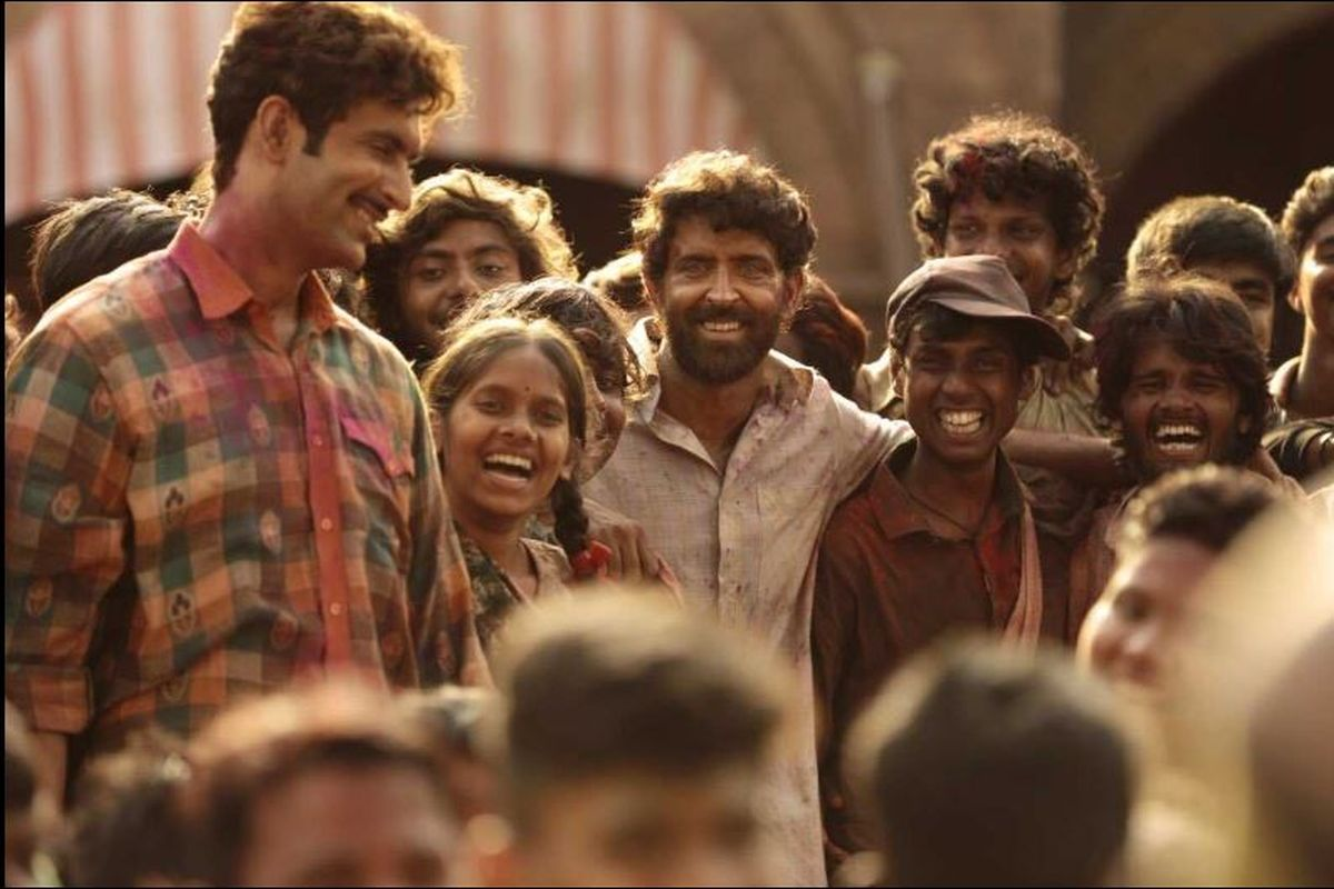 Super 30, Vikas Bahl, Hrithik Roshan, Mrunal Thakur, Anand Kumar, IIT JEE, movie review, Article 15, Anubhav Sinha, Virendra Saxena, Aditya Shrivastava, Pankaj Tripathi, Amit Sadh, Mahabharat